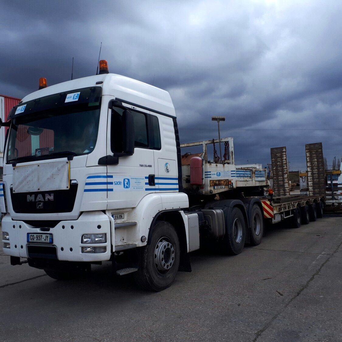 Tracteur 6x4 et porte engin 4 lignes (016096 et 371024)