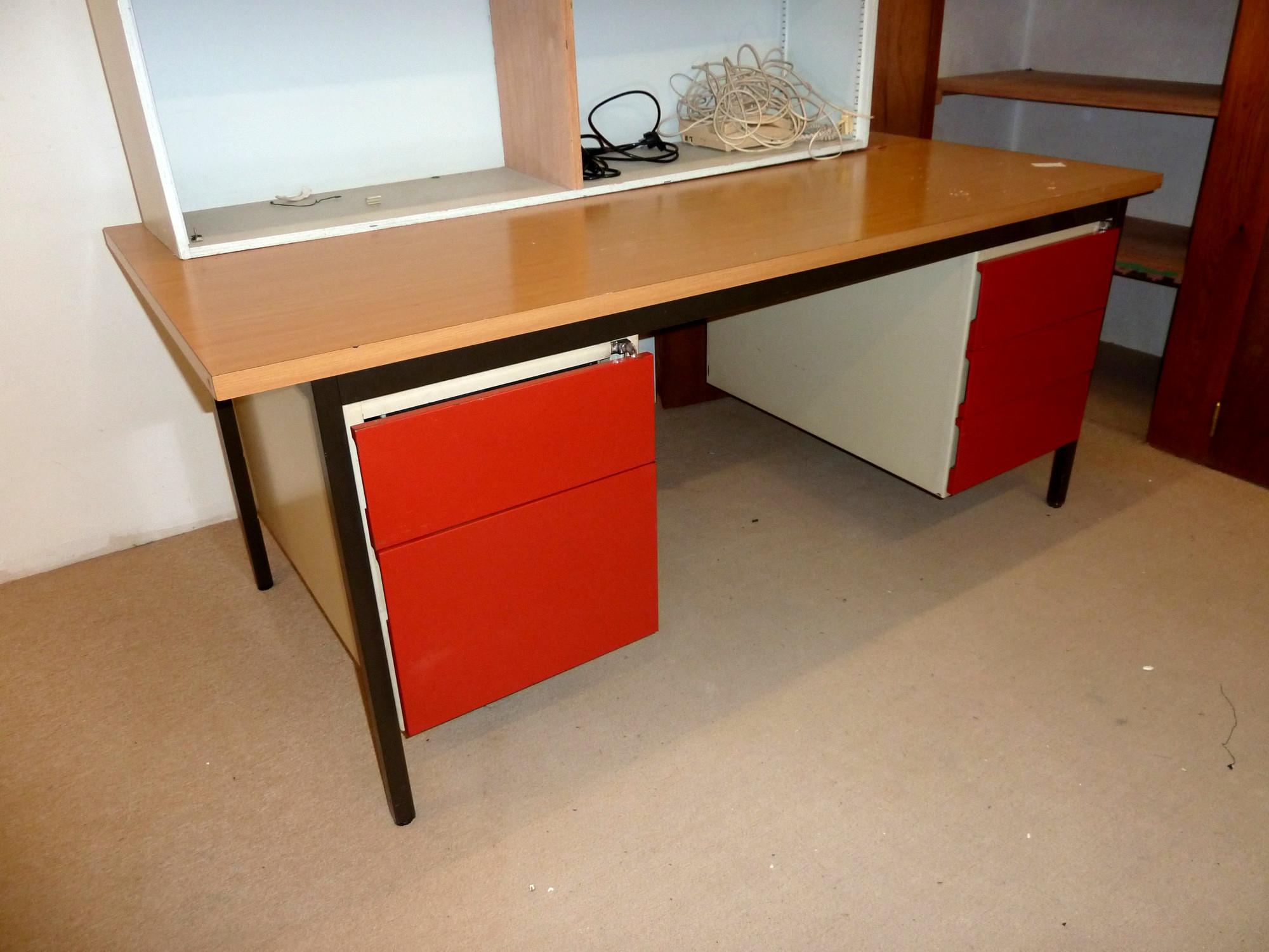 bureau m tallique tiroir bureau d 39 occasion aux ench res agorastore. Black Bedroom Furniture Sets. Home Design Ideas
