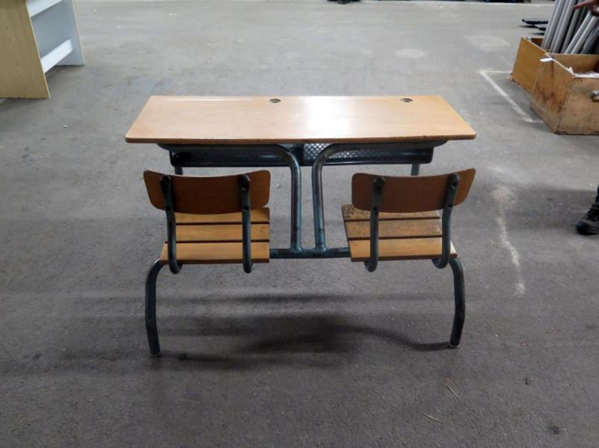 ancien bureau d 39 coliers mobilier scolaire d 39 occasion aux ench res agorastore. Black Bedroom Furniture Sets. Home Design Ideas