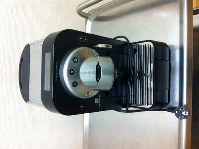 machine caf professionnelle nespresso equipement de. Black Bedroom Furniture Sets. Home Design Ideas