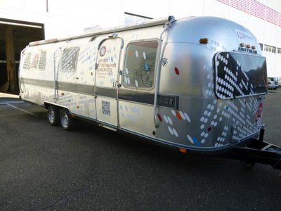 caravane airstream remorque semi d 39 occasion aux ench res agorastore. Black Bedroom Furniture Sets. Home Design Ideas