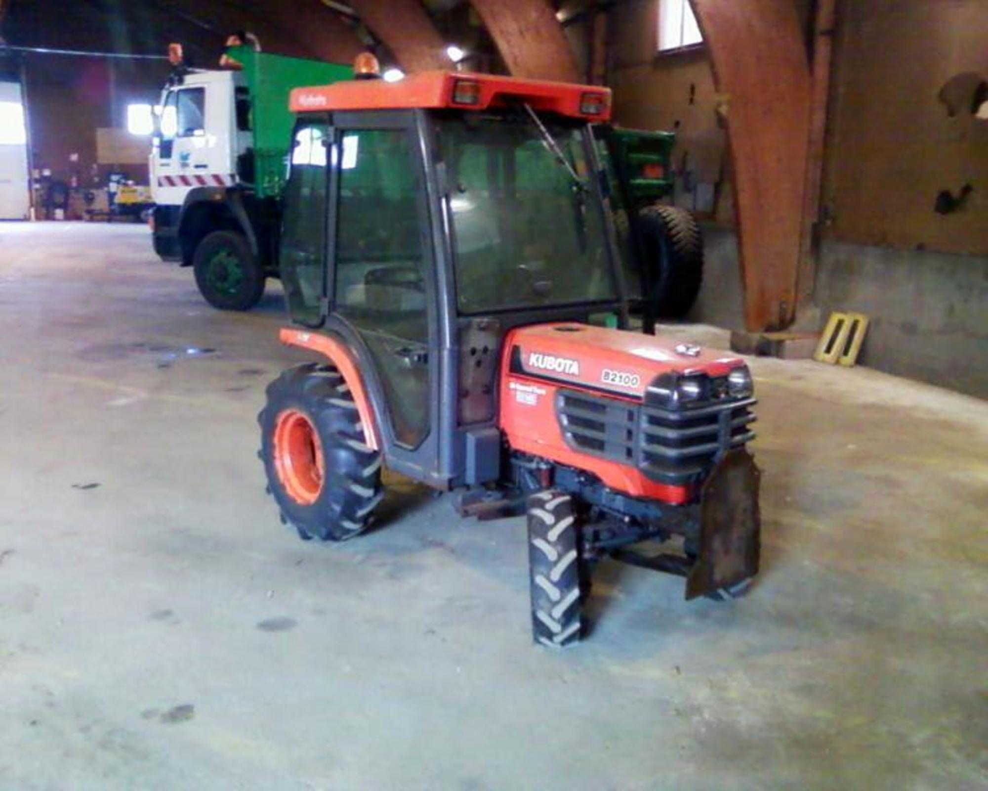 micro tracteur kubota 2100 hst tracteur d 39 occasion aux ench res agorastore. Black Bedroom Furniture Sets. Home Design Ideas