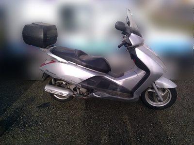 motos et scooters d 39 occasion vente aux ench res deux roues. Black Bedroom Furniture Sets. Home Design Ideas