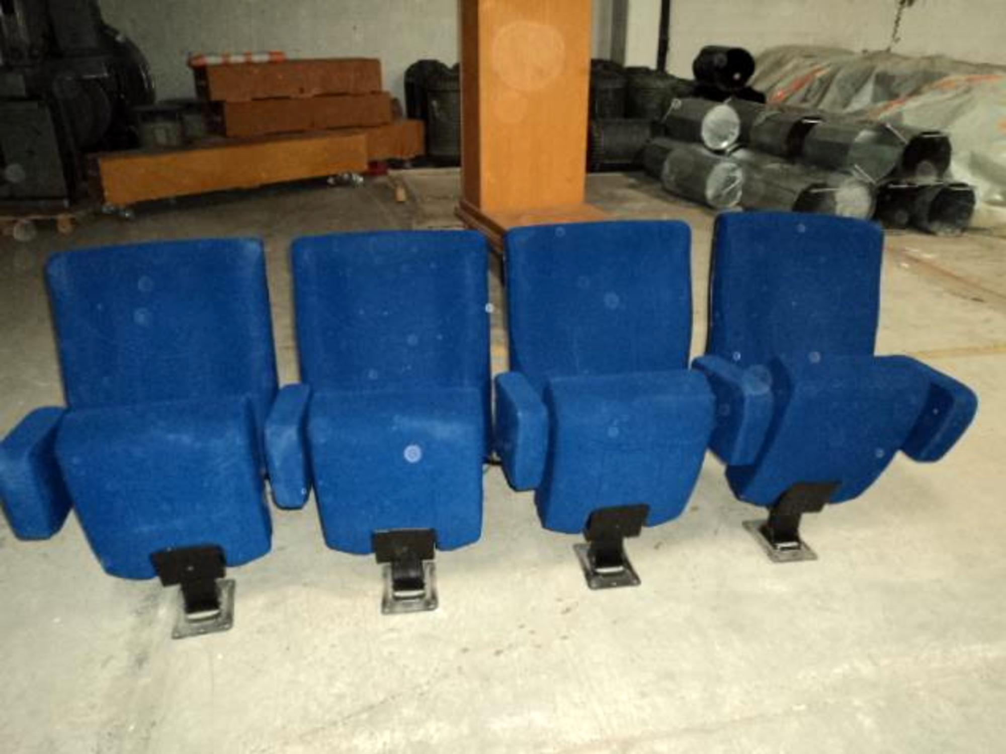 1 rang e de 4 fauteuils de cin ma fauteuil d 39 occasion aux ench res agorastore. Black Bedroom Furniture Sets. Home Design Ideas