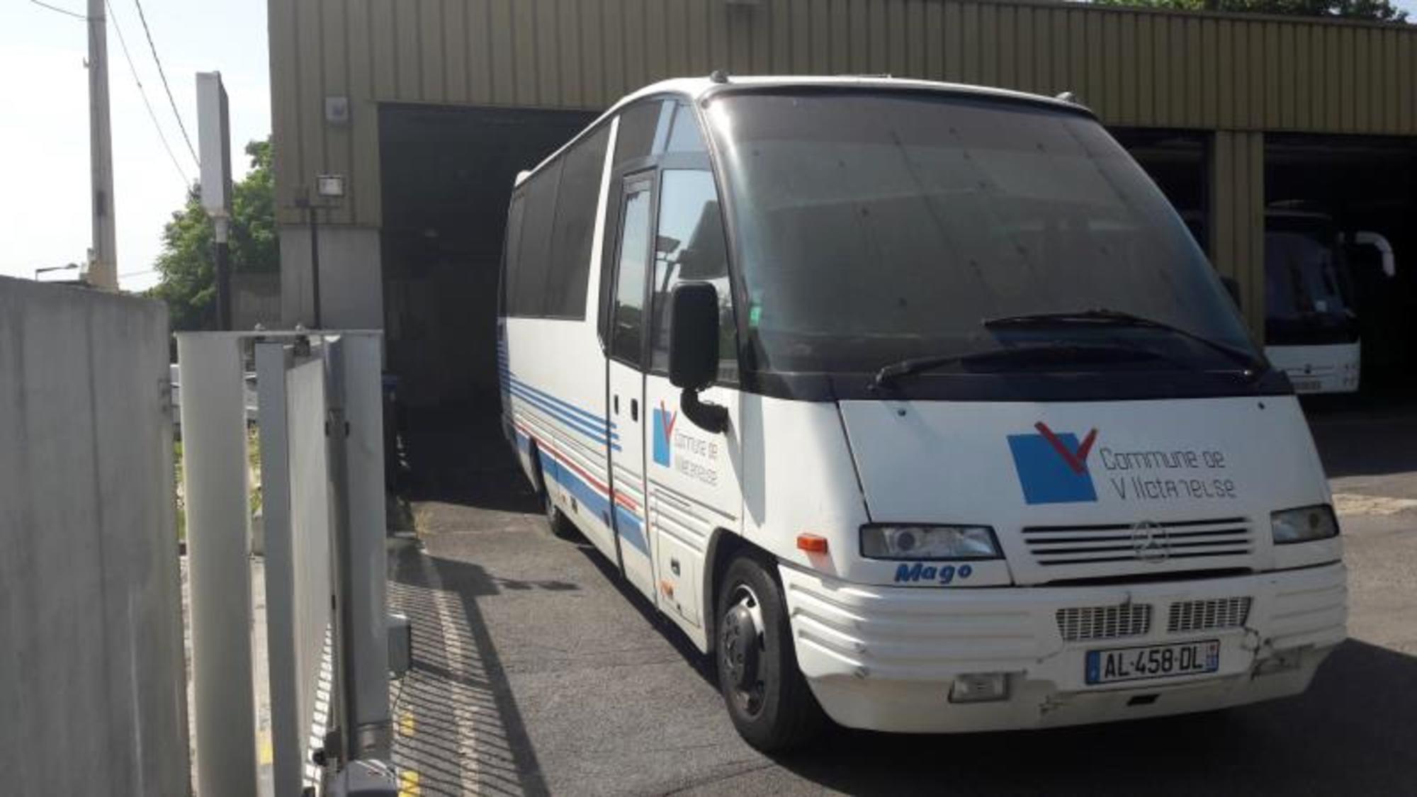 autocar 32 places mercedes al 4586dl car bus d 39 occasion aux ench res agorastore. Black Bedroom Furniture Sets. Home Design Ideas