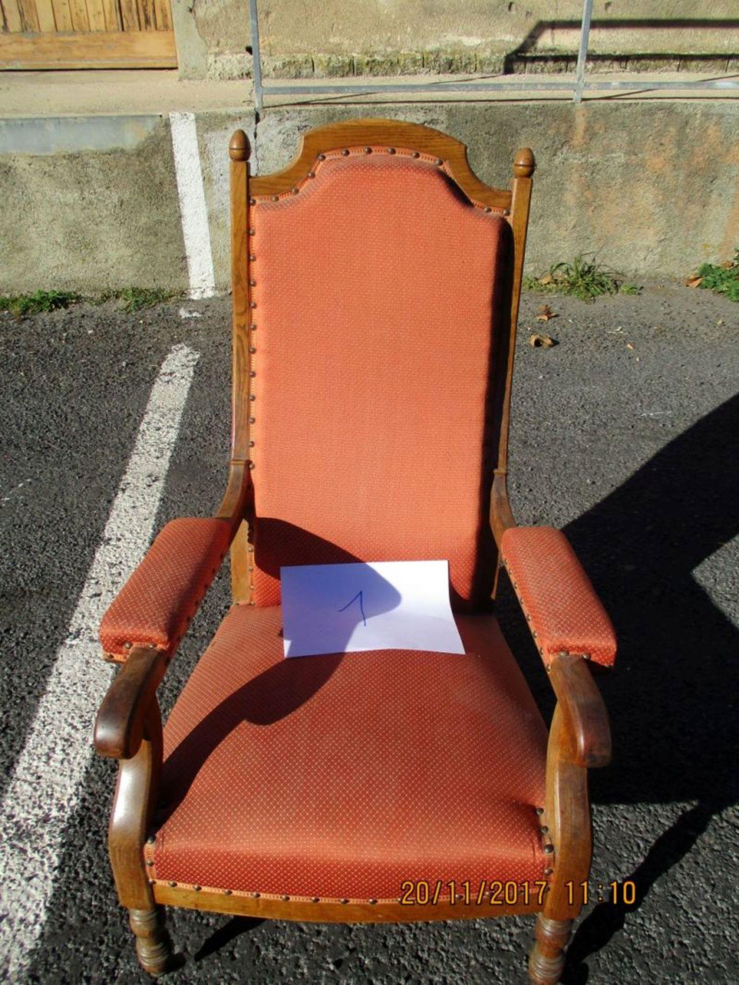 fauteuil de style fauteuil d 39 occasion aux ench res agorastore. Black Bedroom Furniture Sets. Home Design Ideas
