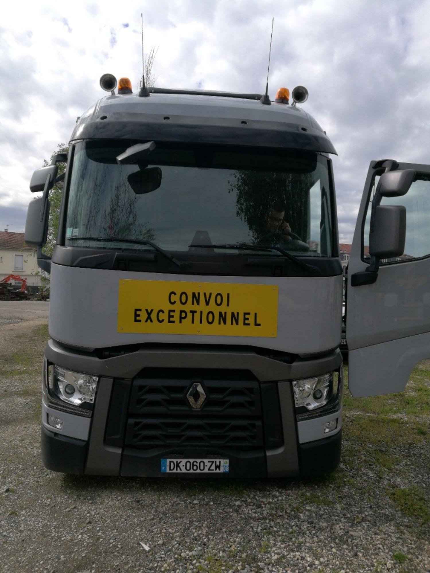 ensemble routier tracteur routier renault t 480 dk 060 zw semi remorque porte engin verem. Black Bedroom Furniture Sets. Home Design Ideas